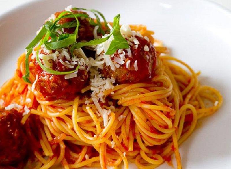Spaghetti aux boulettes de viande chorizo et poivrons for American italian cuisine