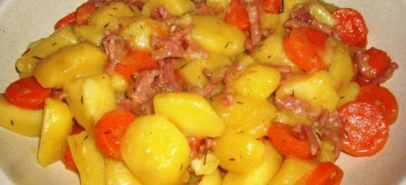 Pommes de terre, lardons au vin blanc